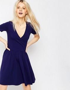Короткое приталенное платье с запахом ASOS - Темно-синий