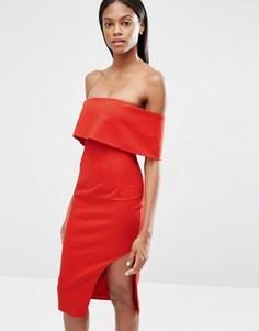 Асимметричное платье миди с глубоким лифом-бандо Lavish Alice - Красный