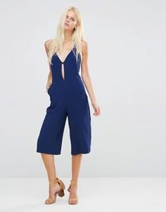 Комбинезон с юбкой-брюками и глубоким V-образным вырезом Liquorish - Темно-синий