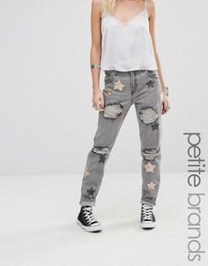 Рваные джинсы бойфренда с золотисто-розовыми звездами из пайеток Glamorous Petite - Серый