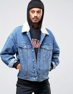 Синяя джинсовая куртка в стиле oversize с воротником борг ASOS - Синий
