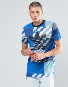 Серая футболка с камуфляжным принтом и трилистником adidas Originals AY8289 - Серый