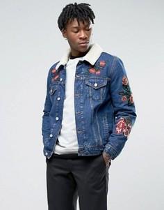 Джинсовая куртка с вышивкой и воротником из искусственного меха ASOS - Синий