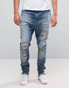 Синие джинсы с заниженным шаговым швом и прорехами ASOS - Синий