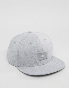 Серая бейсболка с логотипом Alpha Industries - Серый