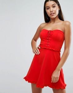 Короткое приталенное платье мини с корсетом на шнуровке и оборками NaaNaa - Красный
