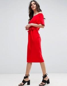 Платье миди с открытыми плечами и завязкой ASOS - Красный