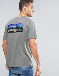 Серая меланжевая футболка классического кроя с логотипом на спине Patagonia P-6 - Серый