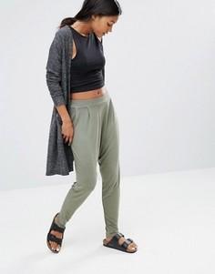 Спортивные брюки с заниженным шаговым швом Glamorous - Зеленый