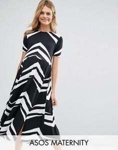 Приталенное платье миди с черно-белым шевронным узором ASOS Maternity - Мульти
