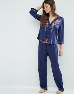 Атласный пижамный комплект из рубашки и брюк с вышитыми колибри ASOS Premium - Темно-синий