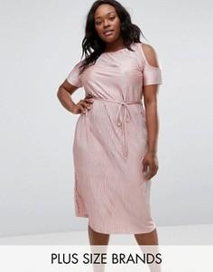 Плиссированное платье миди с вырезами на плечах Club L Plus - Розовый