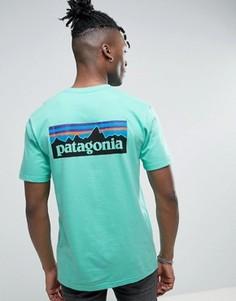 Зеленая футболка классического кроя с логотипом на спине Patagonia P-6 - Зеленый