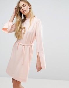 Платье с длинными рукавами и поясом на талии House Of Sunny - Розовый