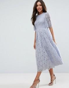 Кружевное платье для выпускного с рукавами клеш ASOS - Синий