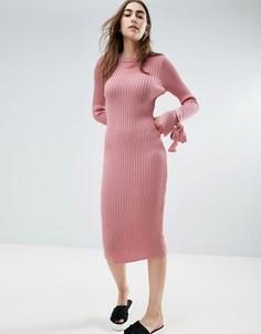 Трикотажное платье в рубчик с узелками на манжетах ASOS - Розовый