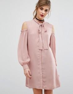 Платье с вырезами на плечах и завязкой у горловины Fashion Union - Розовый