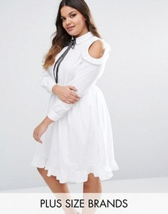 Короткое приталенное платье с вырезами на плечах и оборками Lovedrobe - Белый