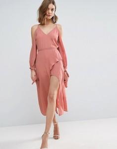 Платье миди с длинными рукавами и открытыми плечами ASOS - Розовый