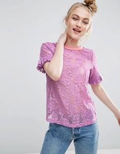 Кружевная футболка с рюшами на рукавах и контрастной отделкой ASOS - Фиолетовый