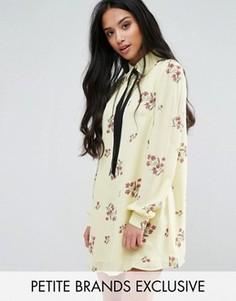 Цельнокройное платье с длинными рукавами, завязкой и цветочным принтом Fashion Union Petite - Мульти