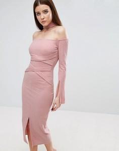 Трикотажное платье миди в рубчик с поясом Lavish Alice - Розовый