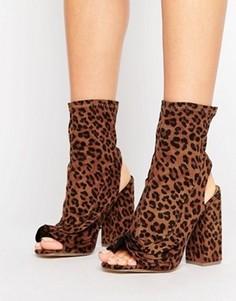 Туфли на каблуке с открытым носком и рюшами Missguided - Коричневый