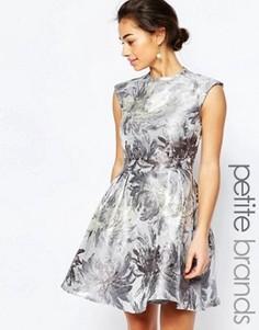 Платье металлик для выпускного с открытой спиной Little Mistress Petite - Серебряный