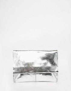 Мягкий кожаный клатч металлик с клапаном ASOS - Серебряный