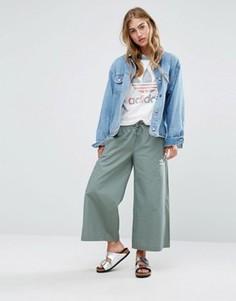 Юбка-брюки цвета хаки adidas Originals - Зеленый