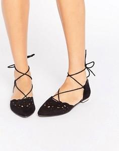 Туфли на плоской подошве с заостренным носком и шнуровкой Glamorous - Черный