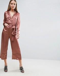 Атласный комбинезон в пижамном стиле ASOS - Золотой