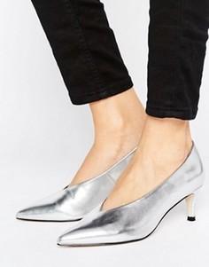 Туфли на каблуке-рюмочке с заостренным носком ASOS SUZIE - Серебряный