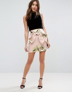 Жаккардовая мини-юбка с эффектом металлик и бантом ASOS - Розовый