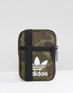 Сумка для путешествий с камуфляжным принтом adidas Originals BK7212 - Мульти