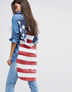 Джинсовая рубашка с принтом флага на спине PrettyLittleThing - Синий