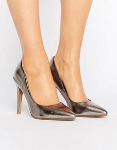 Туфли-лодочки с острым носком и эффектом металлик Head Over Heels By Dune Addelyn - Серебряный