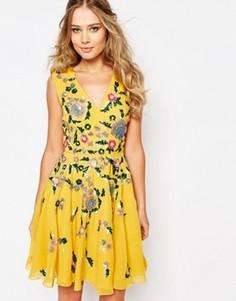 Приталенное платье миди с отделкой Virgos Lounge Dora - Желтый