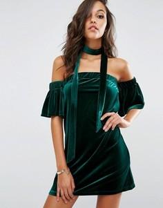 Бархатное платье с открытыми плечами Boohoo - Зеленый
