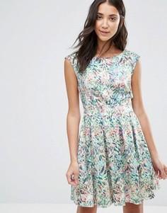Платье с лиственным принтом и V-образным вырезом сзади Closet - Мульти