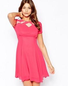 Короткое приталенное чайное платье с сетчатыми вставками Elise Ryan - Розовый