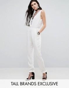 Комбинезон с глубоким вырезом и вышивкой Glamorous Tall - Белый