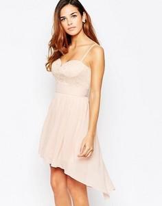 Короткое приталенное платье асимметричной длины с вырезом сердечком Elise Ryan - Розовый