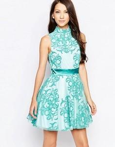 Приталенное платье Ashley Roberts специально для Key Collections - Синий