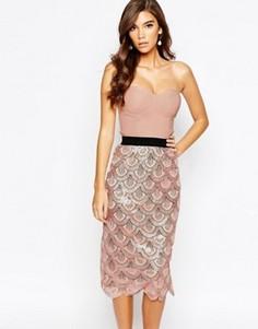 Платье миди 2-в-1 с пайетками и фактурной отделкой по краю Rare London - Розовый