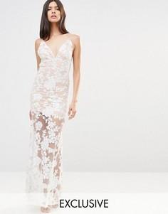Платье макси с открытой спиной и отделкой пайетками Club L - Кремовый