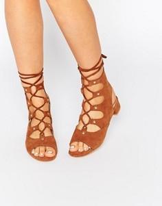 Замшевые сандалии на завязках и блочном каблуке Eeight Marley - Рыжий