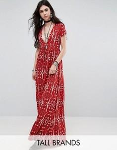 Чайное платье с глубоким вырезом и принтом пейсли Glamorous Tall - Красный