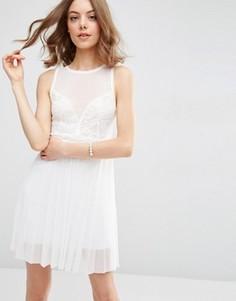Платье мини с кружевным лифом и плиссированной юбкой ASOS - Кремовый