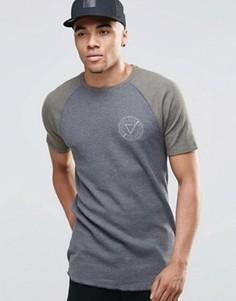 Удлиненная темно‑серая футболка в рубчик с закругленным низом ASOS - Серый